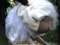 Pulchritudinous bride is pissing outdoor on the piss listen in video