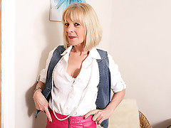 This mature horny protest has stripped her ripened body to demonstrate